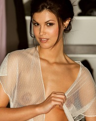 Amelia Talon posing nude