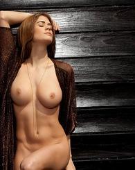 Lauren Elise poses nude